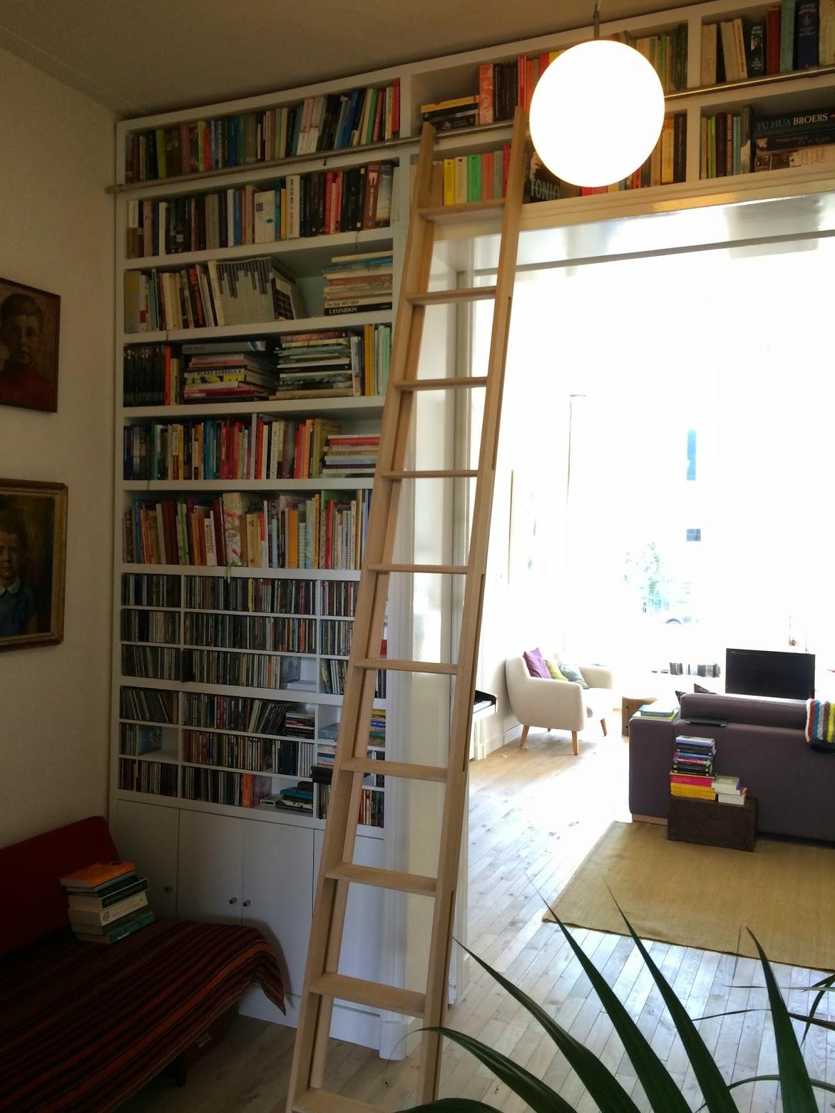 rvs roede aan boekenkast