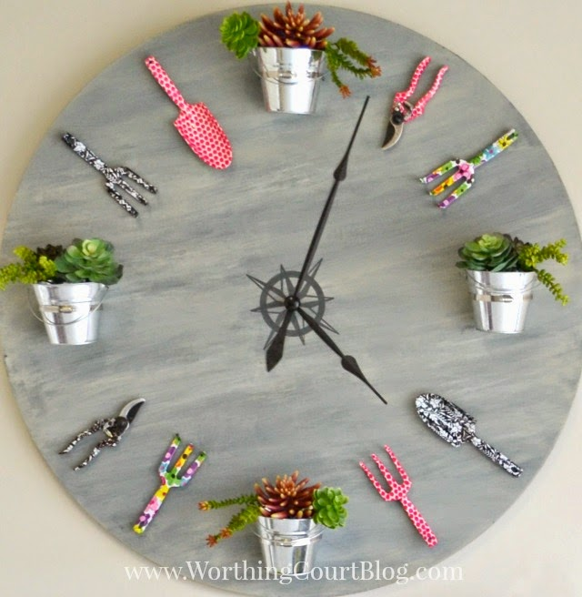 http://www.worthingcourtblog.com/2015/02/how-to-make-a-garden-clock.html