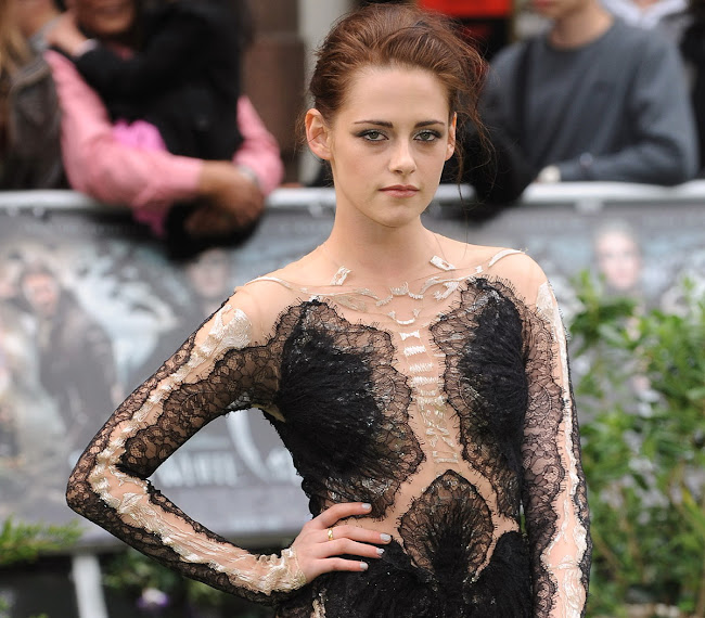photos of Kristen Stewart at Snow White and the Huntsman  premiere in London