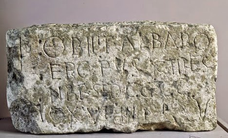 Lápida obispo Álvaro de Velegia