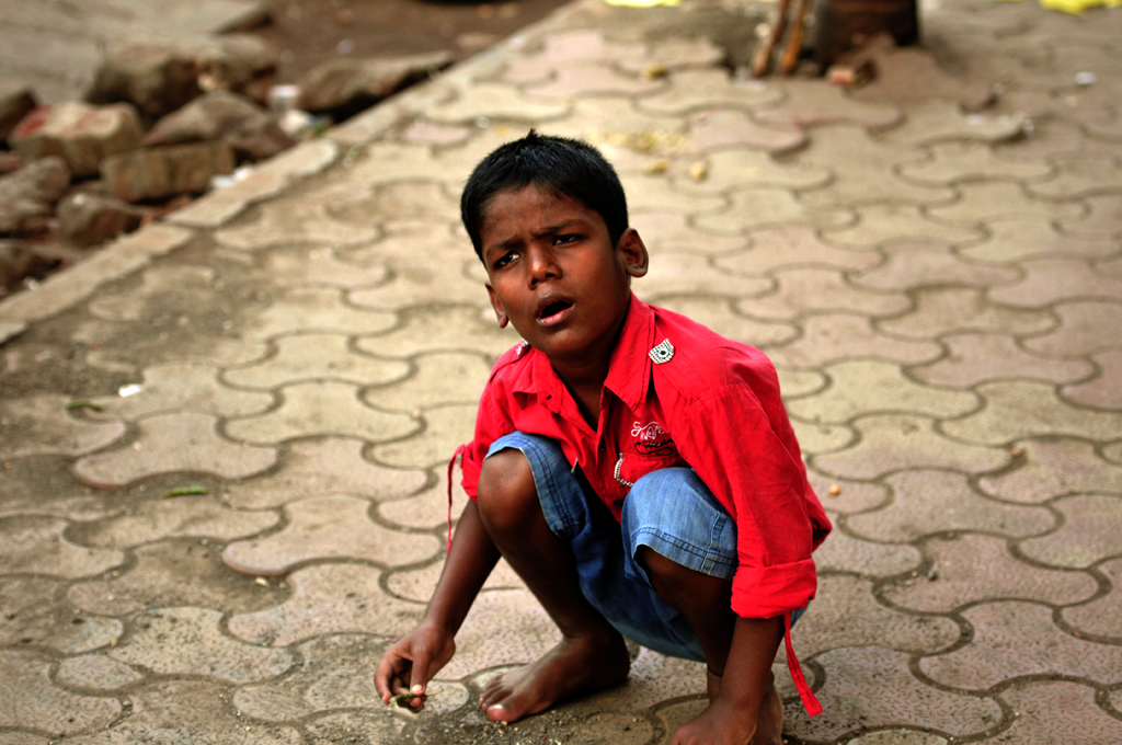This is a poverty photo of a boy photographed in Mumbai, India.