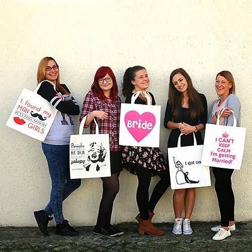 Modelki z PinkDrink.pl prezentują rewelacyjne torby na wieczór panieński! :)