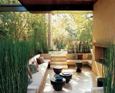 10 patios acogedores decoraci n de jardines peque os y for Galerias jardines pequenos