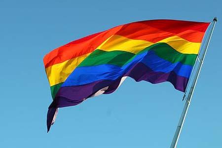 http://3.bp.blogspot.com/-7Ap4Db15USA/Th73nmnsQDI/AAAAAAAAAGs/ecewT4kTCys/s1600/__Gay+flag+flying.jpg