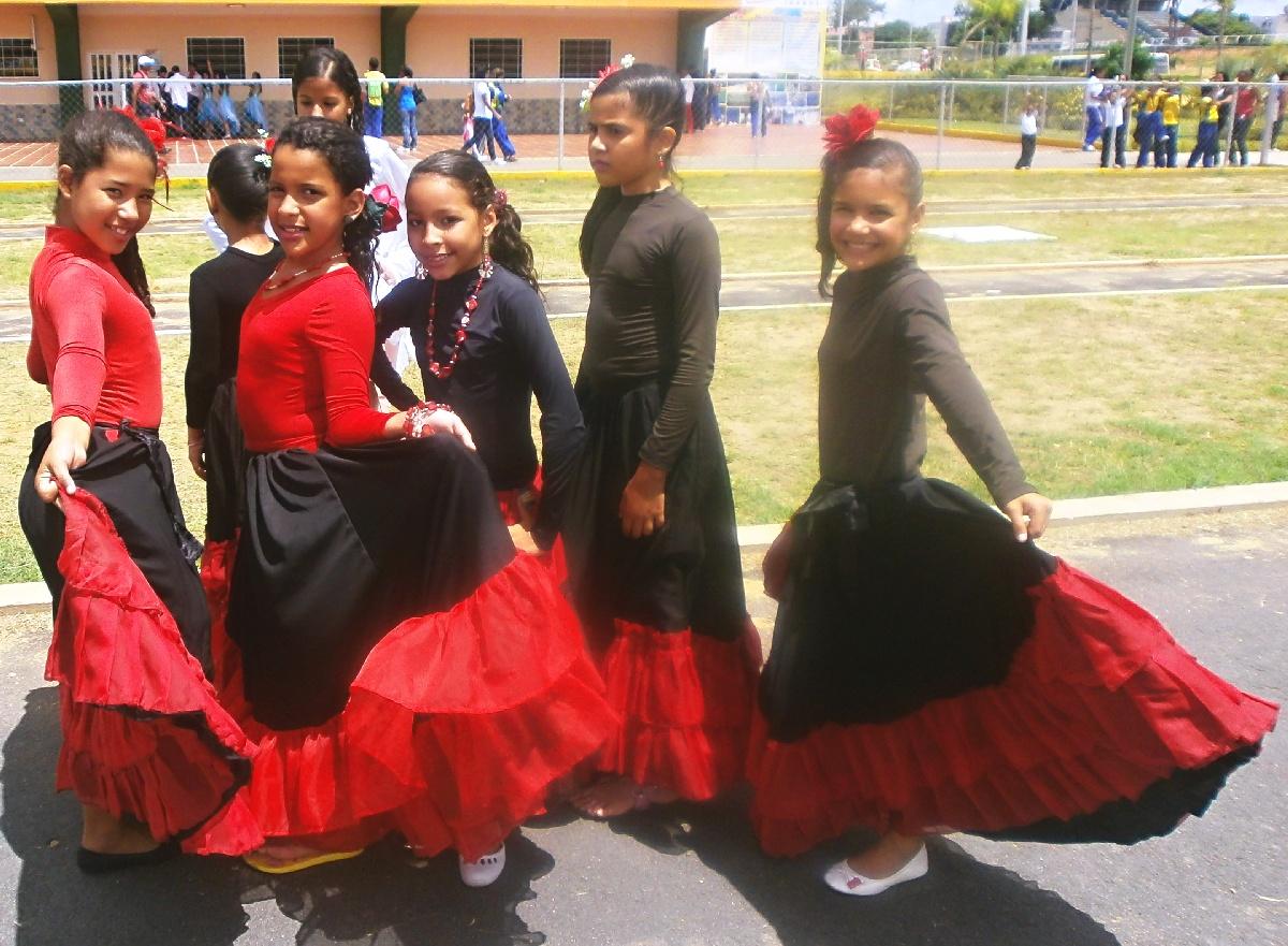 Adornaron La Inauguraci  N Con Trajes T  Picos Y Bailes Folcl  Ricos