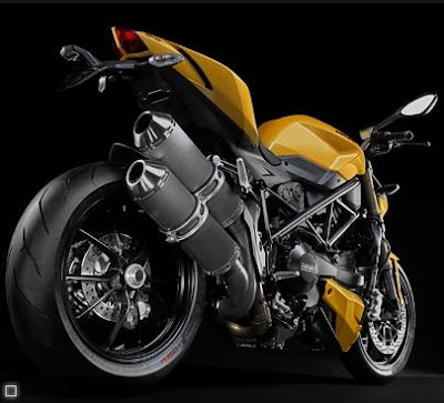 Ducati 848 Streetfighter - Exhaust, Tail light, Rear Tire