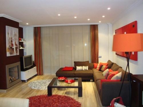 10 salas de color naranja y marr n colores en casa - Cojines marron chocolate ...
