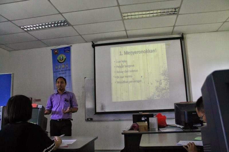 Cikgu Hailmi semasa sesi perkongsian PLC Peer Coaching, Guru Cemerlang dan Inovasi
