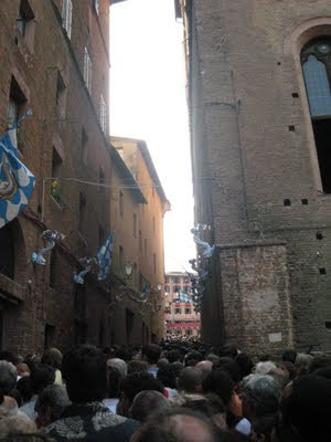 Via Dupre, last open access road to Piazza del Campo during Palio