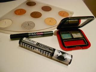 utensilios para maquillaje de ojos