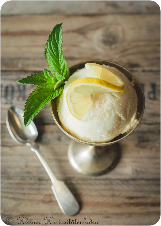 Buttermilch-Zitronen-Eis mit Limoncello