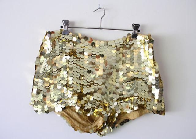 Short paillettes dorées