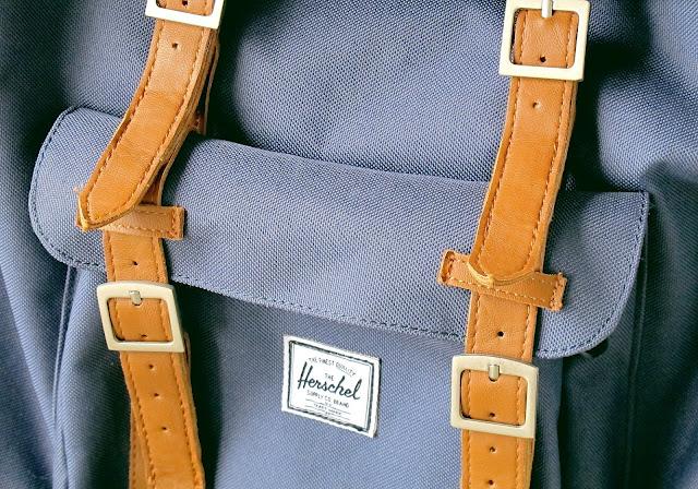 mochila heeschell supply & co com azul com tiras de couro