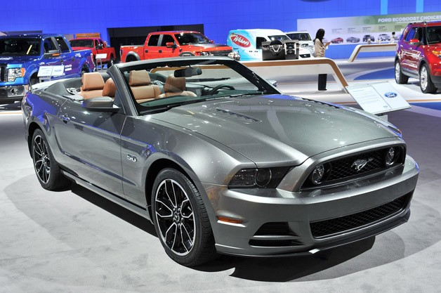 Sport Car Garage Ford Mustang Gt Convertible 2013
