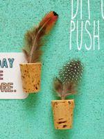 http://translate.google.es/translate?hl=es&sl=en&tl=es&u=http%3A%2F%2Fwww.craftsunleashed.com%2Fdecor-home%2Fdiy-cork-push-pins%2F