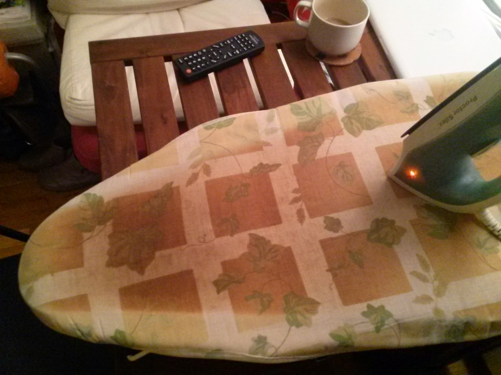 ironing board - image for English lesson with vocabulary