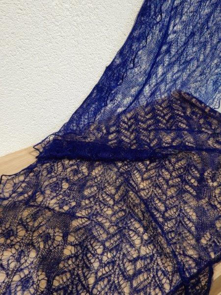 TE KOOP : grote kobalt blauwe shawl