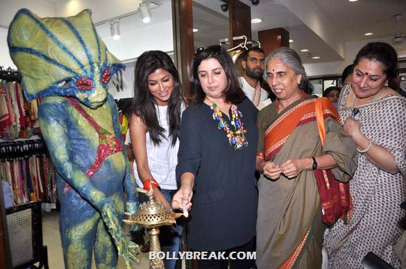 Chitrangda Singh, Farah Khan - Chitrangda Singh promote 'Joker' with Aliens