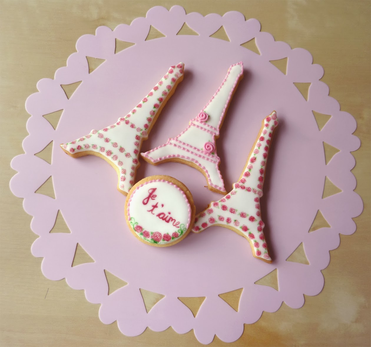 French-inspired Valentine's Day Eiffel cookies