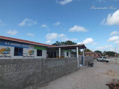 Fachada da Escola Isidório Veras