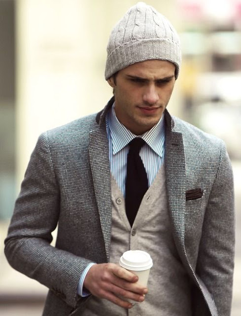 Styl formalny i dzianinowa czapka