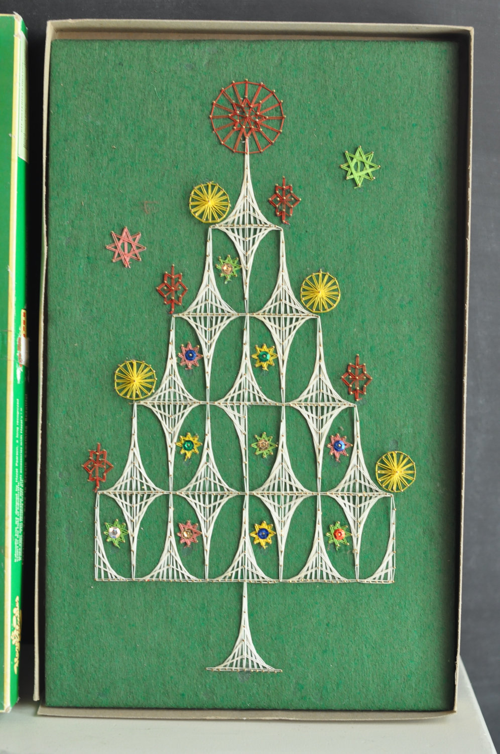 gold country girls string art christmas tree. Black Bedroom Furniture Sets. Home Design Ideas