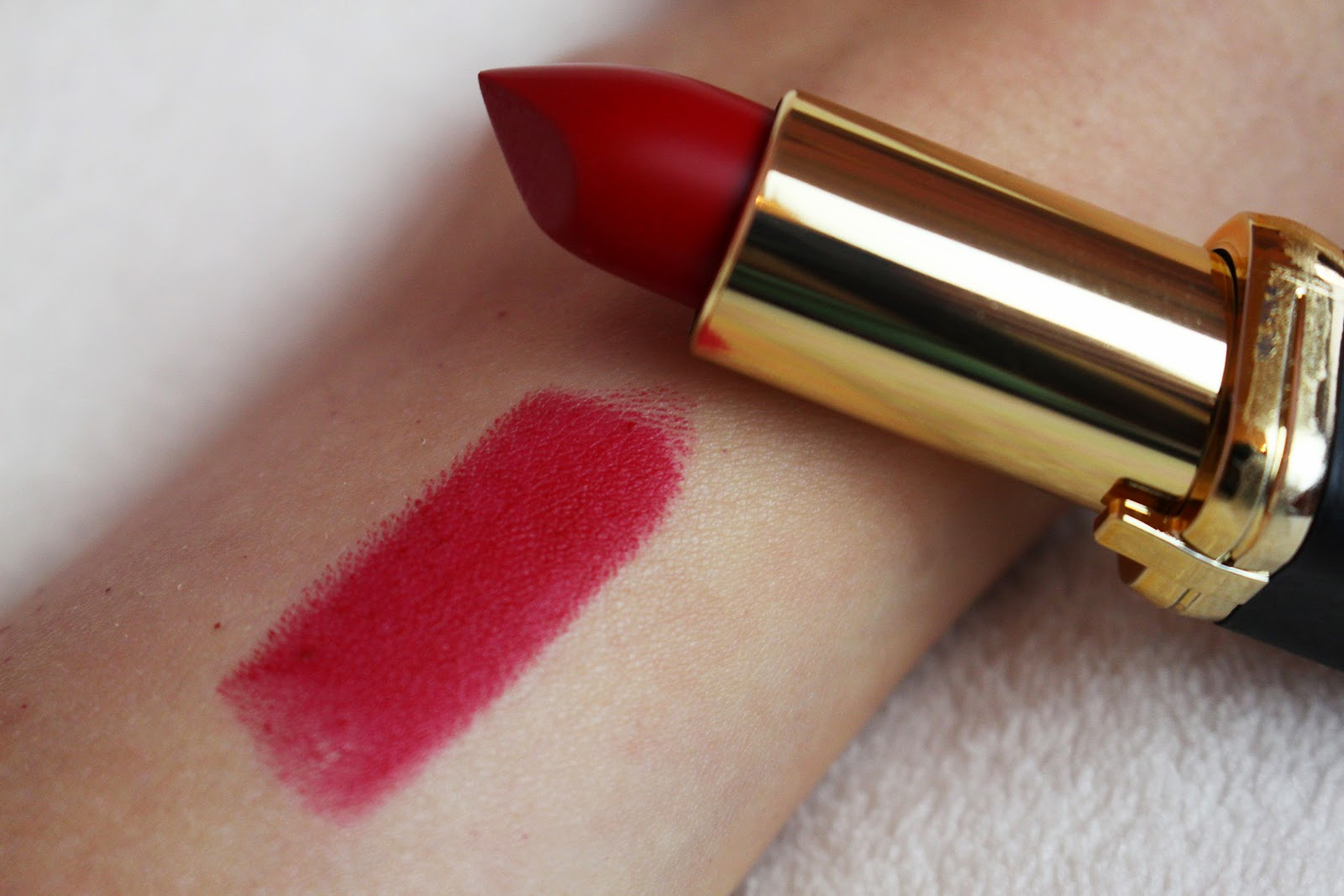 L'Oreal Color Riche Collection Exclusive Pure Reds: Blake