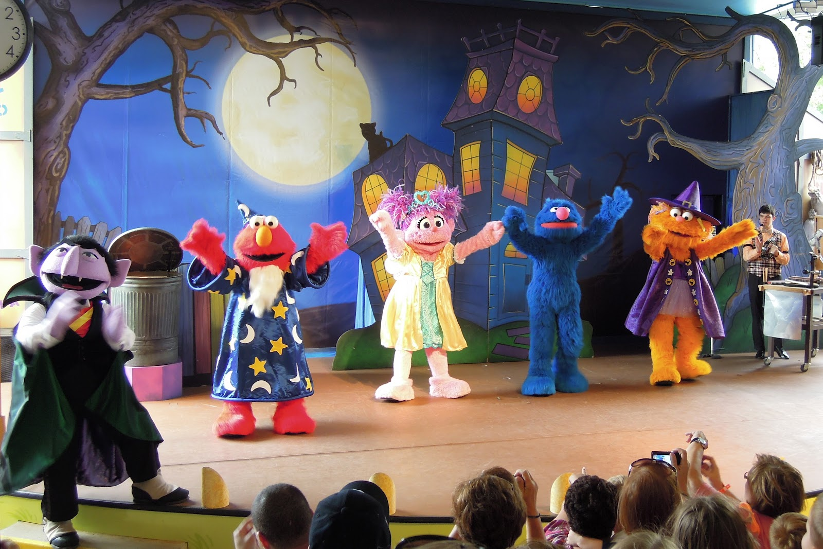 a sesame street character hayride three halloween shows we saw the counts not too spooky howl o ween radio show and loved it and everyones favorite - Sesame Place Halloween