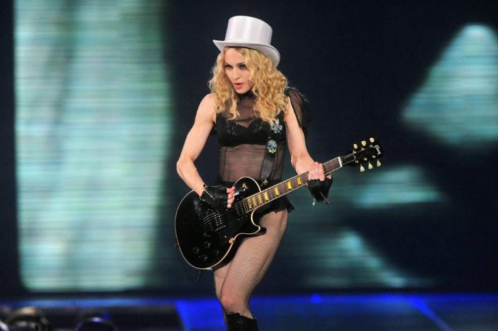 Мадонна: История в фотографиях,  Выступление Мадонны