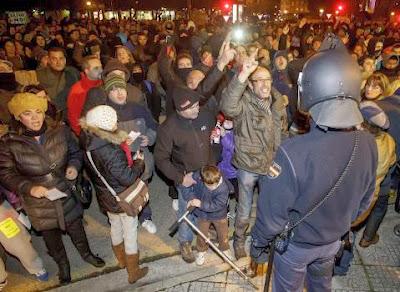 Los vecinos de Gamonal en Burgos hacen colectas para pagar las fianzas de los ciudadanos detenidos