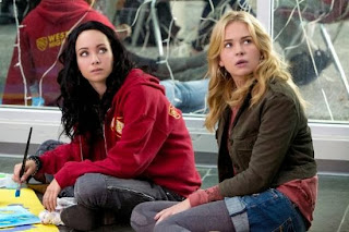 Recap/review of Life Unexpected 2x09 'Homecoming Crashed' by freshfromthe.com