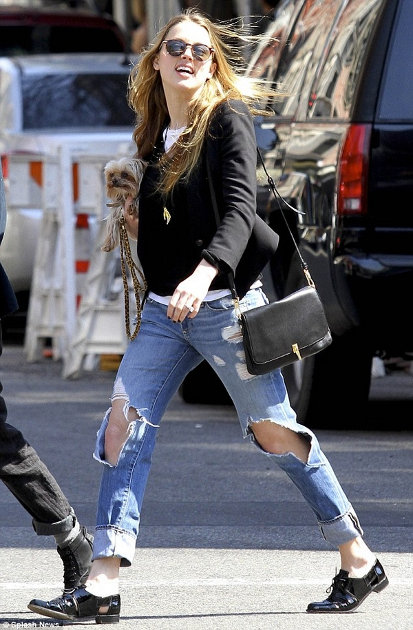 Amber Heard boyfriend destroyed jeans