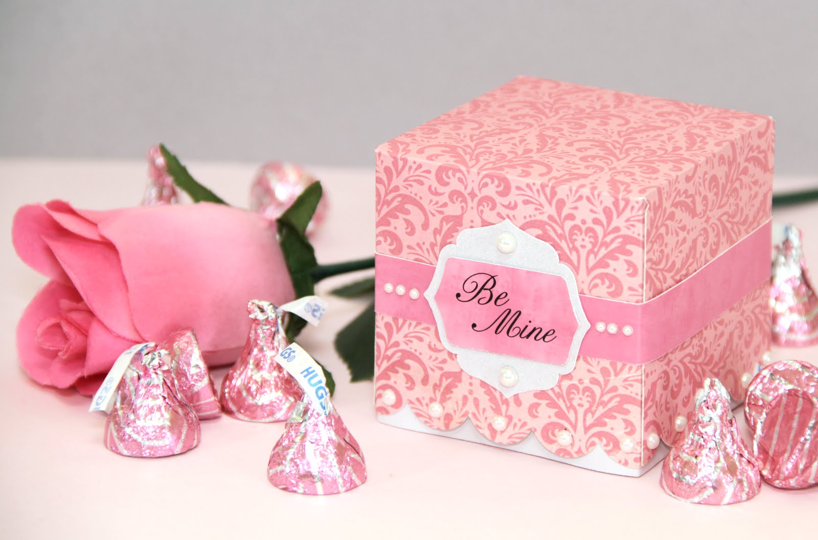 The Paper Boutique: Samantha Walker\'s No Mess Scalloped Cupcake Box ...