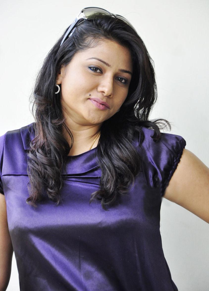 actress-jyothi-big-boss-session-1-jr-ntr-vamp-role