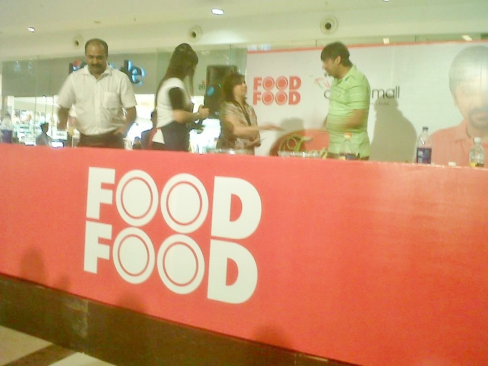 Shobhas food mazaa food food channel with chef rakesh sethi giving a recipe demo with chef rakesh sethi for food food tv channel at oberoi mall mumbai forumfinder Gallery