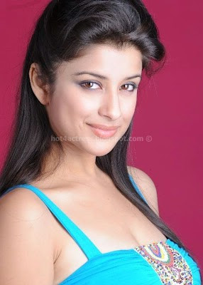 Madhurima hot phtos in blue dress