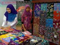 Ini Alasan Mengapa Kamu Harus Bangga Mengenakan Batik