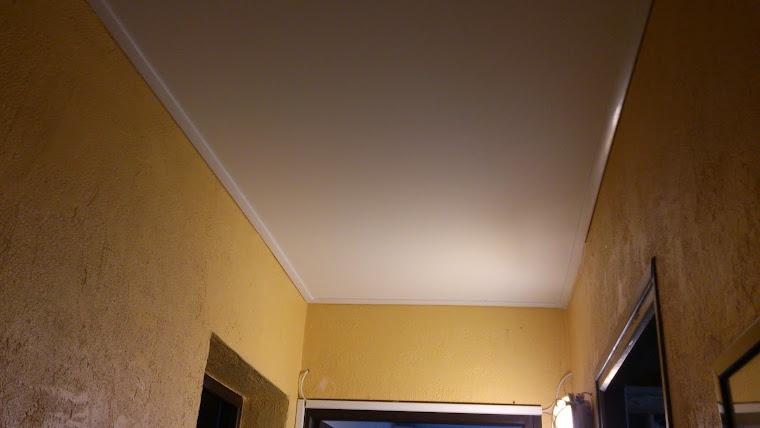 QUESTIONS RÉPONSES  De quoi sont faits les plafonds Tendus ? Les plafonds Tendus sont faits d'un f