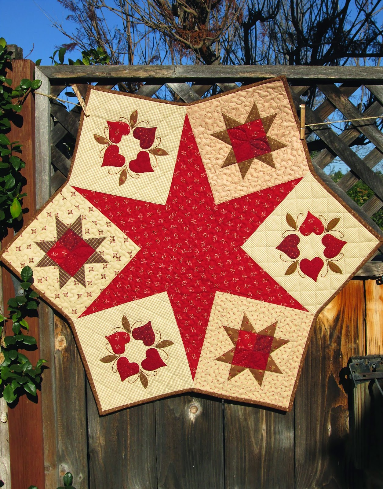 1000+ images about round table topper/tree skirt on Pinterest Table Toppers, Christmas Tree ...