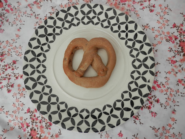 New York Bakery Co. cinnamon pretzel.  What do vegans eat at Christmas?  Seasonal vegan treats and snack ideas.  secondhandsusie.blogspot.co.uk #veganblogger #ukvegan #vegan