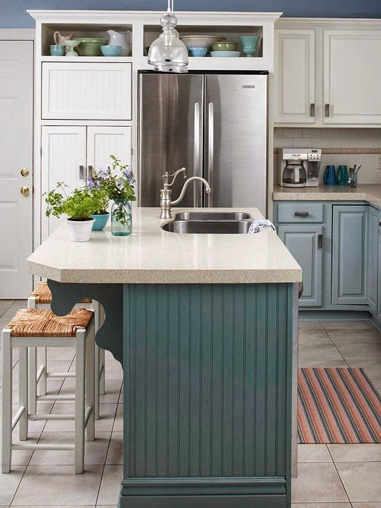 isla de cocina en azul con fregadero