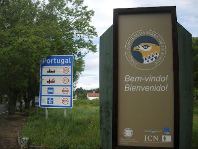 al sur de portugal despus del ro tajo alm do tejo en portugus hay un extenso llano que se llama el alentejo