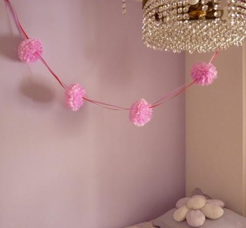 Guirnaldas con pompones de papel de seda sr pompon - Pompones con papel de seda ...