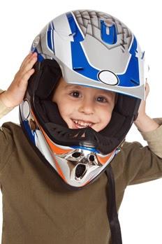 Llevar a los niños en moto como pasajeros