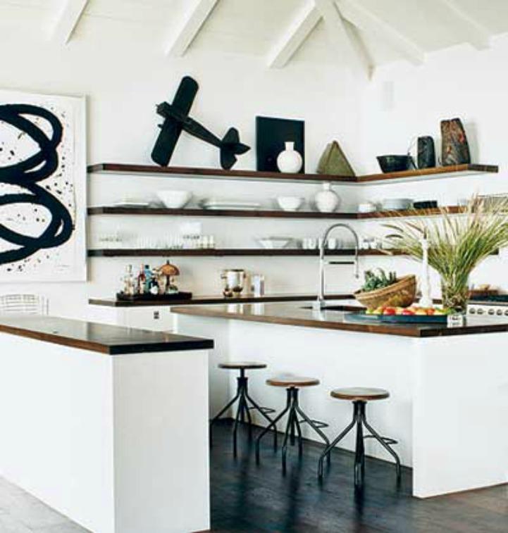 Coastal kitchen with accessories