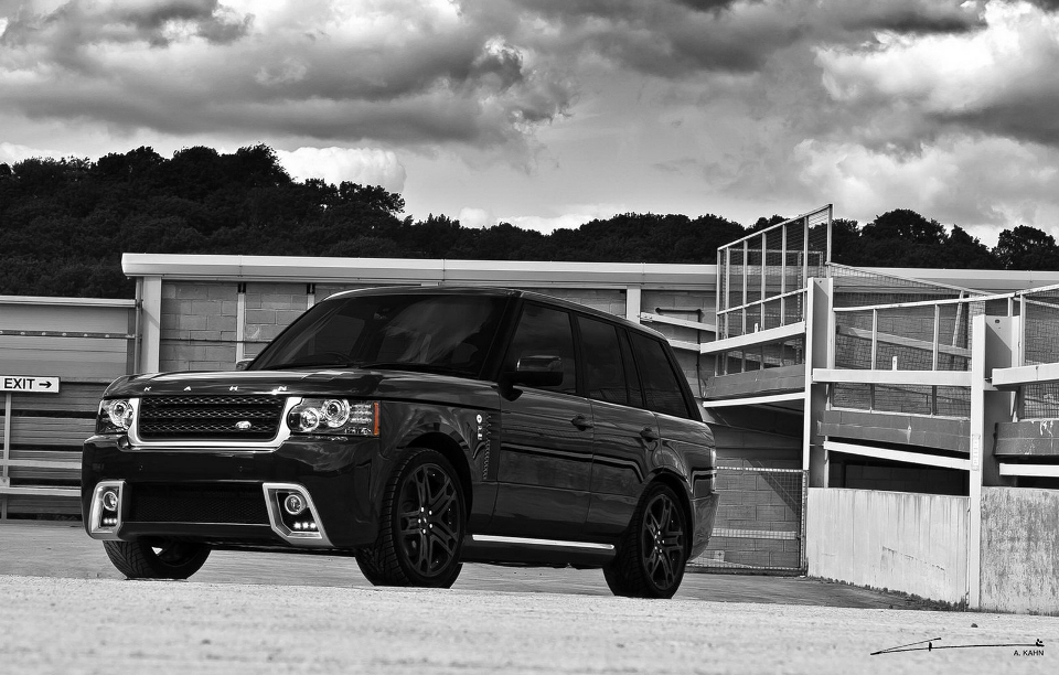 Black vogue a brand new range rover project kahn garage car for Land rover garage