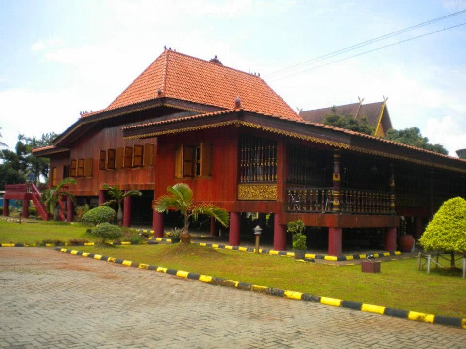 umah Adat Provinsi Sumatera Selatan ( Rumah limas )
