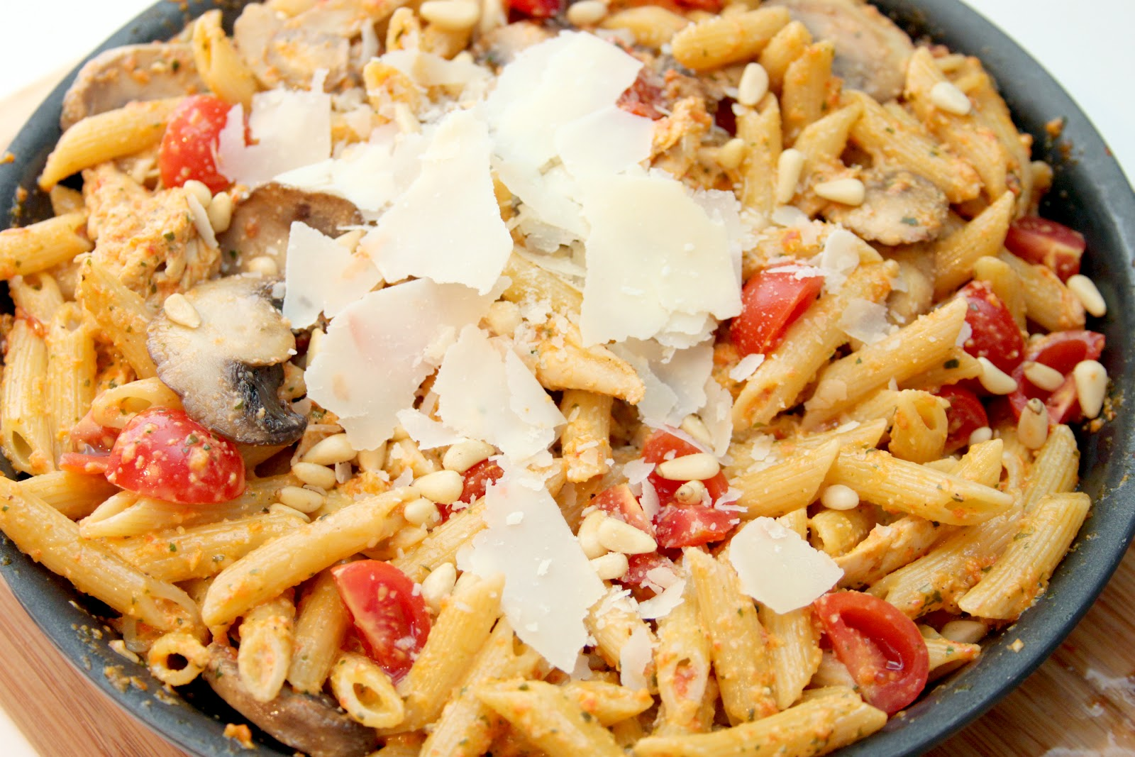 gingersnaps: roasted red pepper pesto penne