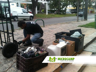 recolhendo lixo eletronico