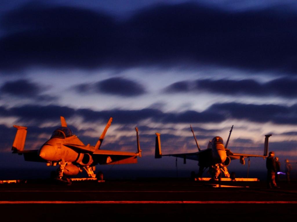 http://3.bp.blogspot.com/-7GqvnTcweVQ/T8ZcYlWPC-I/AAAAAAAAEHo/uML6lo239VA/s1600/wHD7_US+AirForce+F_A-18+Hornets.jpg